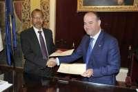 Firman un acuerdo para intercambiar experiencias de gestión estratégica entre ciudades de ambas orillas del Estrecho