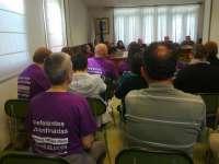 Una veintena de afectados por las preferentes suspenden el pleno del Ayuntamiento de Rois (A Coruña)