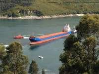 Reflotan el carguero embarrancado esta tarde en la Ría de Ferrol (A Coruña)