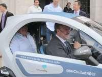Dos geógrafos recorrerán 30 ciudades españolas a bordo de un Renault Twizy para promover la movilidad sostenible