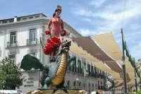 La Tarasca desfila este miércoles por las calles de Granada para anunciar los días grandes del Corpus