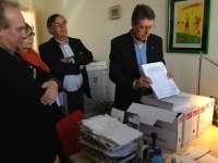 PSOE registra en las Cortes 57.000 firmas contra