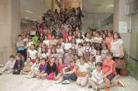 El alcalde de Córdoba hace entrega de los premios del II Concurso Municipal de Patios Cordobeses en colegios