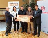 Dinópolis entrega 17.276 euros a Cáritas Diocesana de Teruel