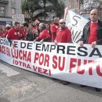 Unas 6.000 personas apoyan a la plantilla de Sniace, que pide una reunión a tres bandas y la apertura de Viscocel