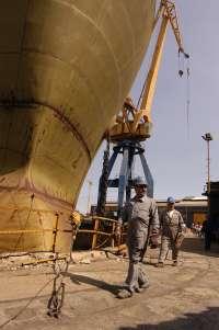 Los trabajadores de Astilleros Gondán paran una hora en defensa de la industria naval