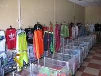 Decomisadas más de 6.300 prendas falsificadas en un almacén del polígono Juncaril, en Peligros