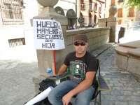 El hombre en huelga de hambre presenta un borrador de apelación contra la sentencia por la custodia de su hija