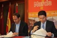 Comunidad y la Federación de Municipios de Murcia firman un convenio para intentar evitar los desahucios