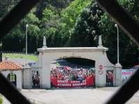 Los trabajadores de Sniace descartan por ahora encerrarse en la fábrica y seguirán movilizándose en la calle