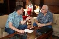 Page se reúne con Mariano San Félix para estudiar la creación en Toledo de un Museo del Damasquinado