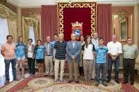 Maya recibe a seis patinadores de Amaya, Chantrea y Lagunak que han participado en los campeonatos de Europa