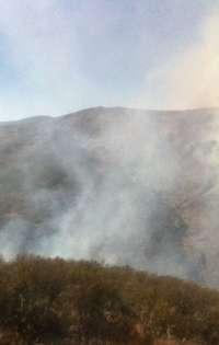 La consejera de Agricultura se dirige al Puesto de Mando Avanzado del incendio de Valdepeñas de la Sierra