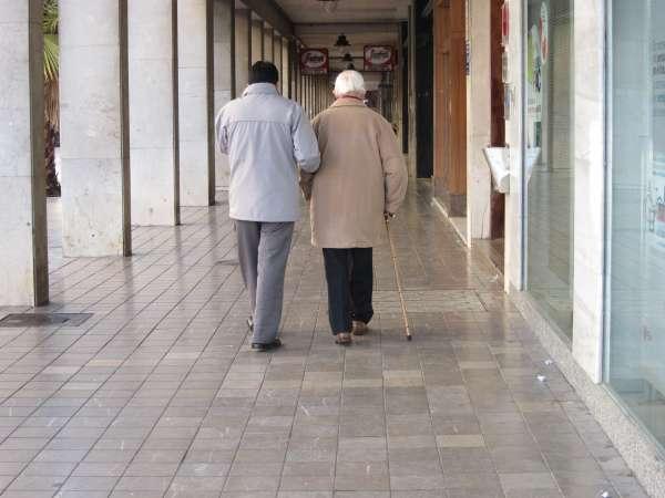 El Gobierno extremeño convoca 42.700 euros en ayudas para financiar servicios sociales a personas mayores