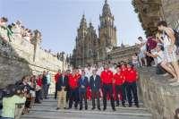 La Selección Española de Baloncesto recuerda a las víctimas con una ofrenda floral en la Catedral de Santiago