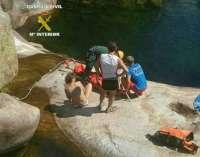Rescatan a un senderista sevillano que cayó a una poza natural en la sierra de Cáceres