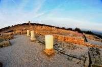 Hallan un molino de piedra y un horno del siglo XIV en las excavaciones de Torreparedones en Baena