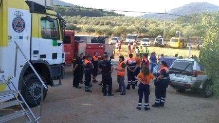 Seis medios aéreos trabajan ya en la zona del incendio en Santibáñez el Alto (Cáceres)