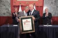 El Cabildo entrega a Juan Padrón Morales el título de 'Hijo Ilustre de la isla de Tenerife'
