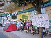 Preferentistas acampan en oficina principal de Caja Cantabria para denunciar la