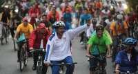 Nicolás Maduro se cae de una bicicleta en un encuentro con los jóvenes del país