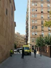 Negociadores de Policía Nacional tratan de convencer al individuo atrincherado en su vivienda en Murcia