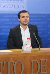 Garzón (IU) acusa al Gobierno de actuar como