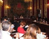 El PP en el Ayuntamiento aprueba adherirse al plan de pago a proveedores y EU pide que Castedo y Seva dimitan