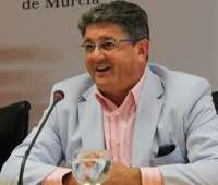 El alcalde de Los Alcázares crea ocho nuevas concejalías y reorganiza el resto