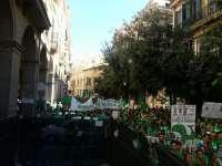 Centenares de personas se concentran frente al Parlament en contra del TIL
