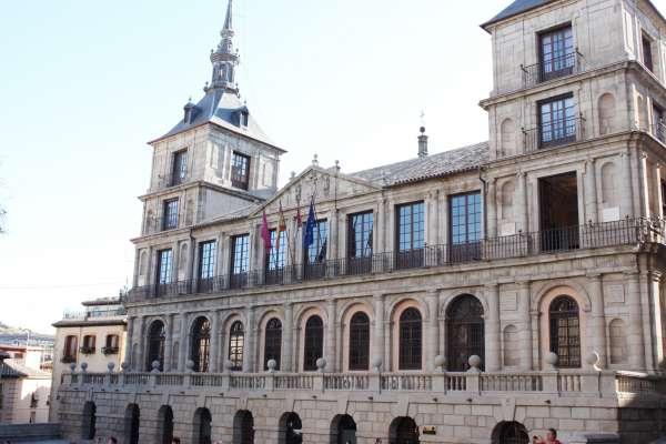 El Ayuntamiento de Toledo estudia rebajas fiscales para 2014 en impuestos como el de basuras, el IBI o la ORA