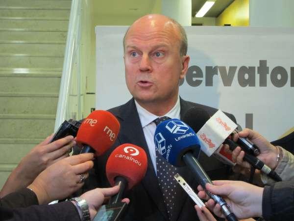 Consell, comerciantes y consumidores abordan este martes la liberalización de horarios en la Comunitat Valenciana