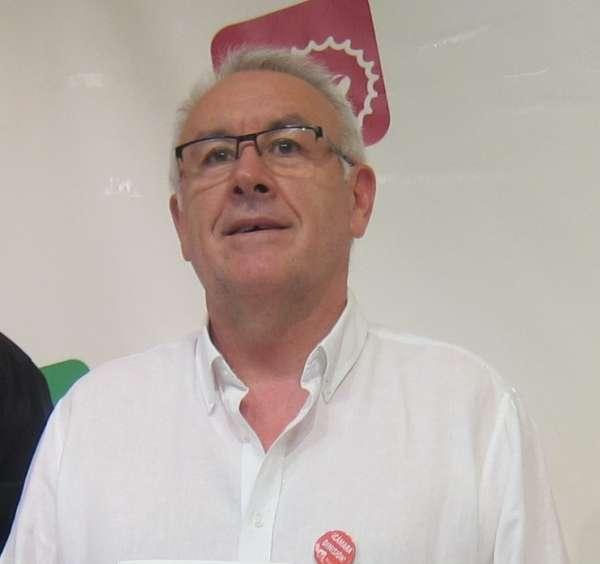 Cayo Lara avisa al PSOE de que en política