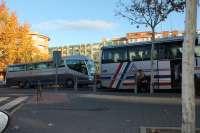 Apebus afirma que las paradas de autobús deben estar en avenidas principales y no