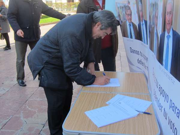 Álvarez-Cascos firma