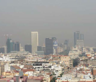 Vista del aire contaminado en Madrid.