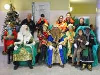 Más de 50 niños acompañan a los Reyes Magos en la tradicional fiesta de Navidad del Hospital Alto Guadalquivir