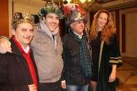 El alcalde corona a los tres Reyes Magos,