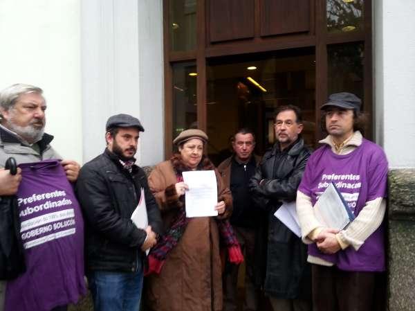La Federación Galiza Cultura entrega casi 1.000 firmas al Valedor para que el patrimonio de las cajas