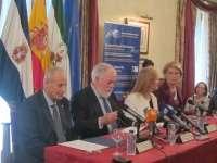 Arias Cañete dice que el Gobierno está hablando con los regantes  para buscar soluciones a la tarifa eléctrica