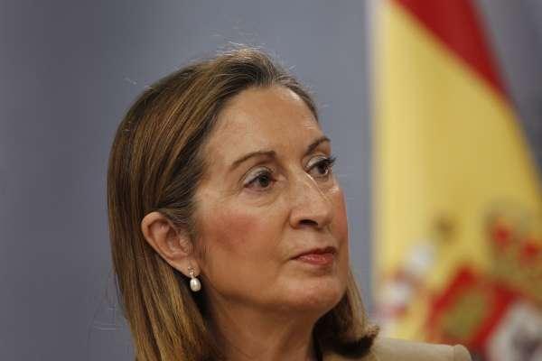Ana Pastor avanza que este año se abrirán tres tramos de la autovía entre Santiago y Lugo