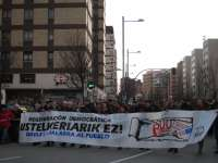 Miles de personas se manifiestan en Pamplona para pedir elecciones en Navarra y mostrar su rechazo a