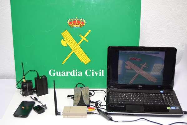 Tres detenidos por utilizar una cámara oculta para retransmitir las preguntas del examen teórico de conducir