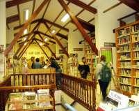 La biblioteca celebra el décimo aniversario de su club de lectura con la hija de Carmen Laforet