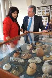 Carmina Baena recoge en una exposición sus creaciones con rocas marinas y terrestres