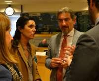 Pilar Rojo anima a los parlamentarios regionales a