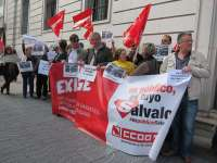Unos 50 trabajadores judiciales protestan por el