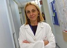 Luisa Botella Cubells, investigadora, en uno de los pasillos del CIB