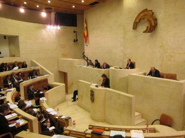Anchoa, carreteras, emergencias, ley eólica y derribos en el Pleno de este lunes