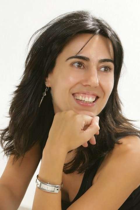 Raquel Lanseros presenta este lunes en el Café Zalacaín de Murcia 'Las pequeñas espinas son pequeñas'